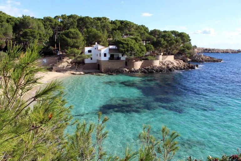 Cala Ratjada ist für seine Partys bekannt, bietet aber auch wunderschöne Buchten