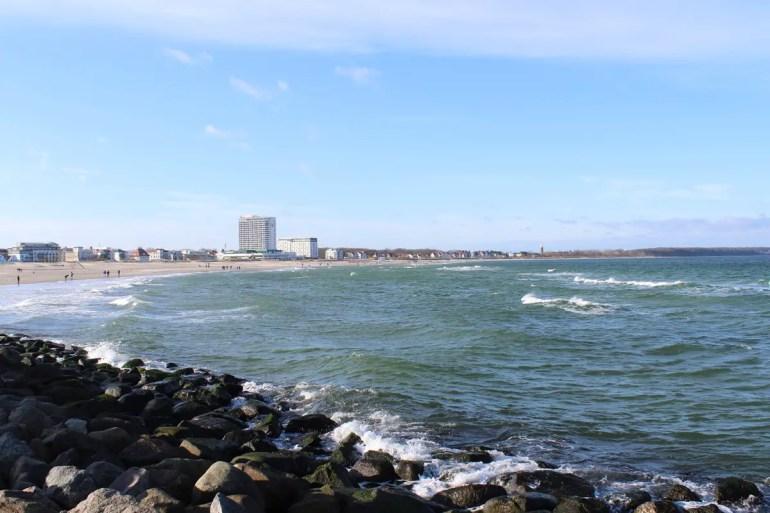 Kilometerweit zieht sich der Strand vor Warnemünde entlang