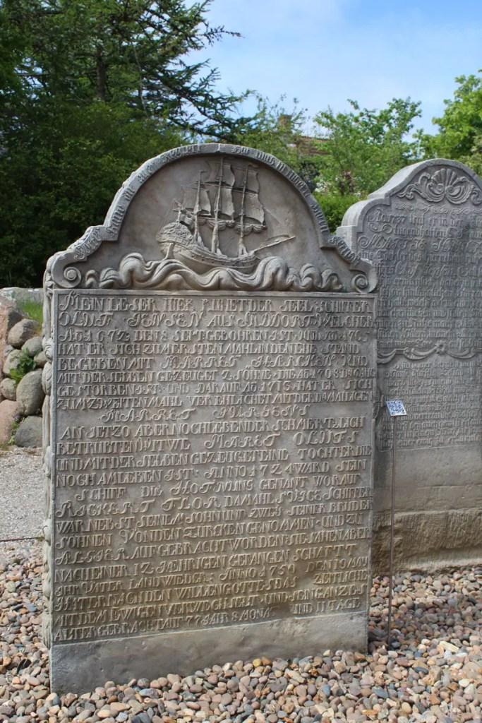 Die sprechenden Grabsteine erzählen aus der Vergangenheit