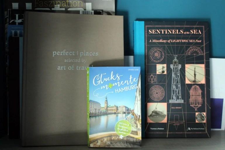 Die kleine Bibliothek bietet Tipps für Entdeckungen in Hamburg