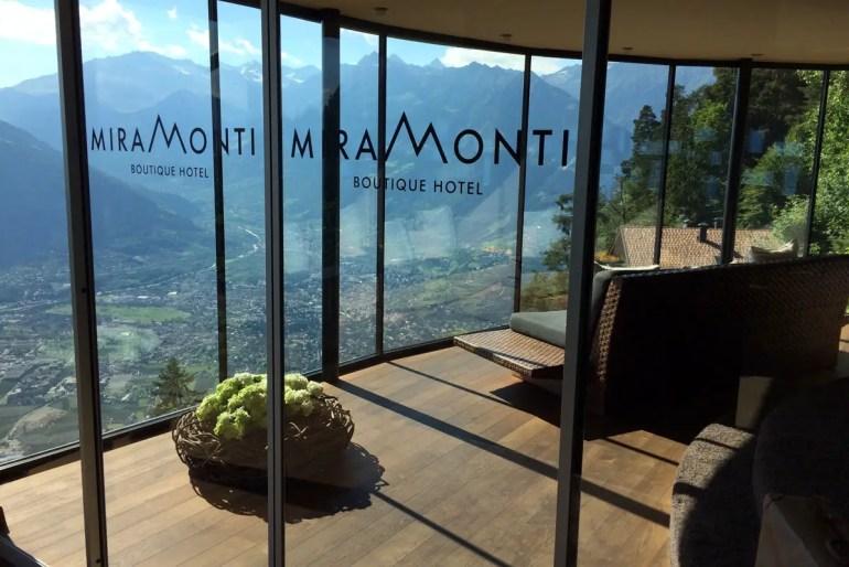 Im Miramonti hast du einen atemberaubenden Ausblick auf Meran