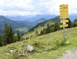 Vom Gipfel der Hochries hast du einen tollen Blick auf die bayerischen Alpen