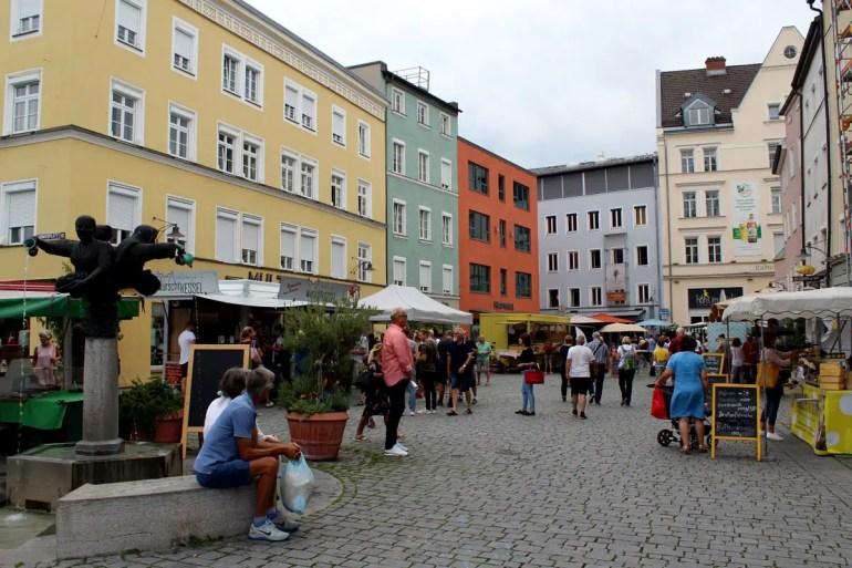 Auf dem Grünen Markt am Ludwigsplatz kannst du frisch und regional einkaufen