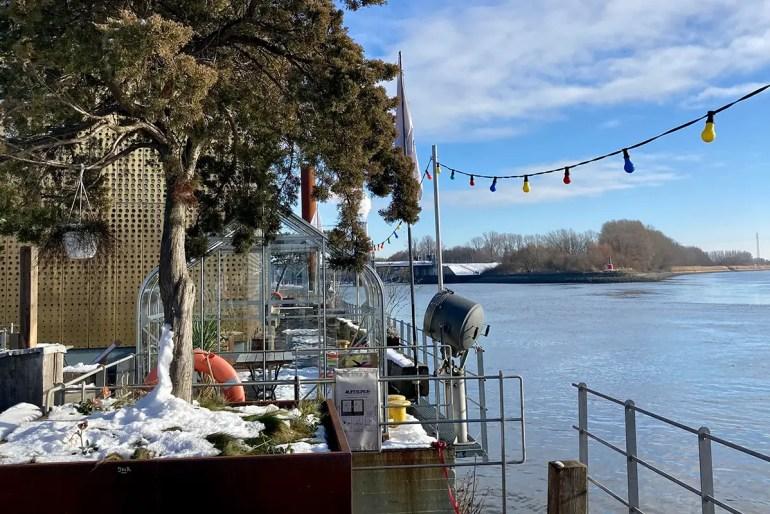 Das Café Entenwerder 1 ist ein perfekter Zwischenstopp für einen Spaziergang an der Elbe