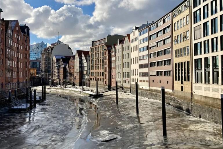 Winter in Hamburg: Da gibt es auch schon mal Eisschollen auf dem Nikolaifleet