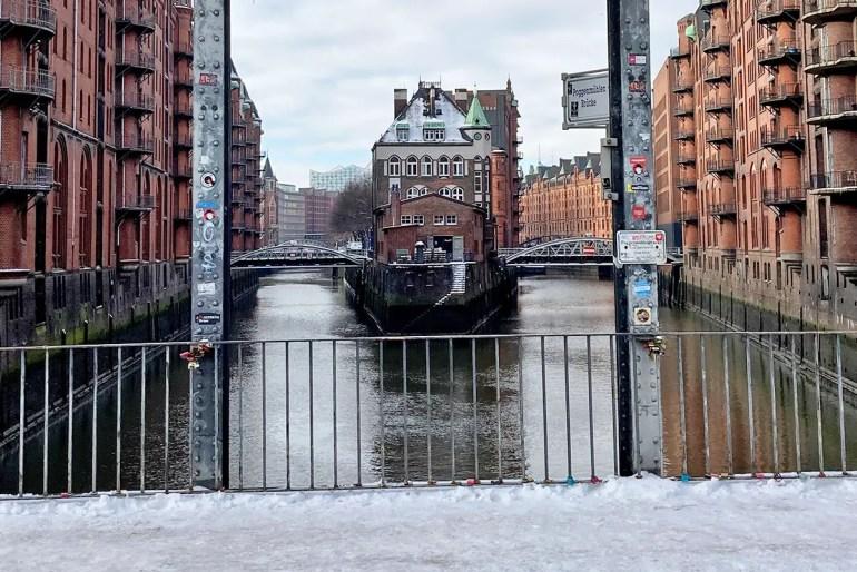 Das Wasserschloss in der Speicherstadt im Schnee