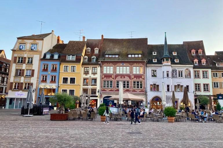 In der Altstadt von Mulhouse solltest du den Place de la Réunion nicht verpassen