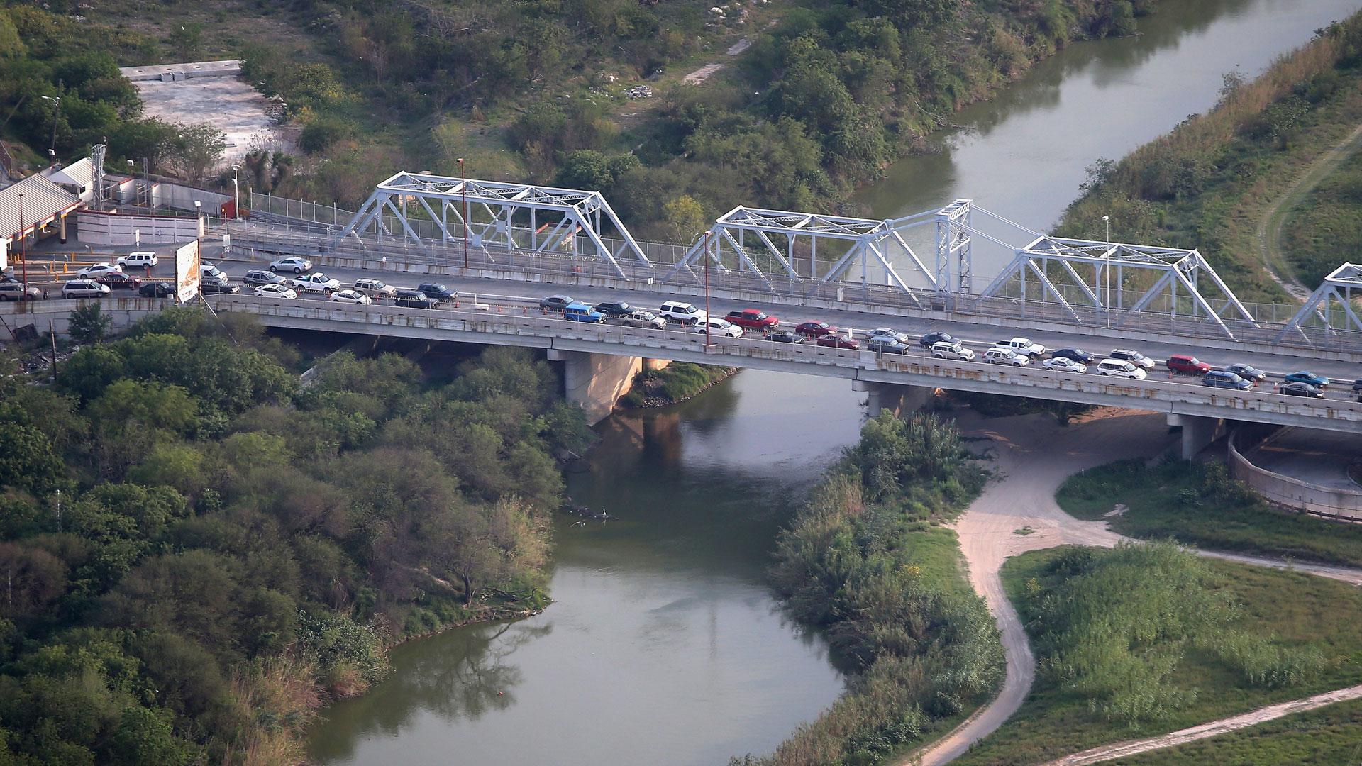 bridge crossing Rio Grande into Brownsville, Texas51809569-159532