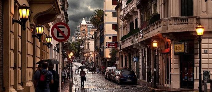Calle de San Telmo un día de lluvia