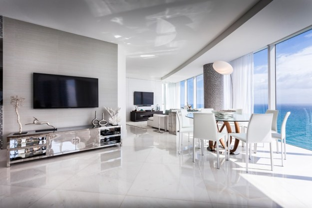 Apartment in Miami by Regina Claudia
