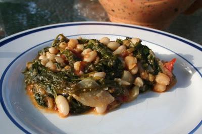 Judias Blancas Con Espinacas (Spinach and White Beans) | myhumblekitchen.com