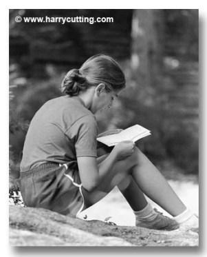 girl-reading-letter