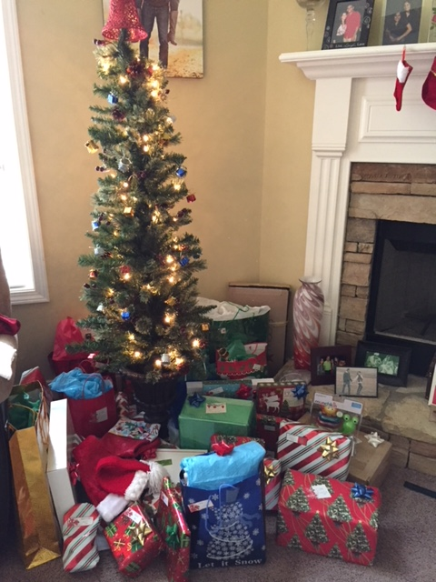 Christmas 2017 tree with presents