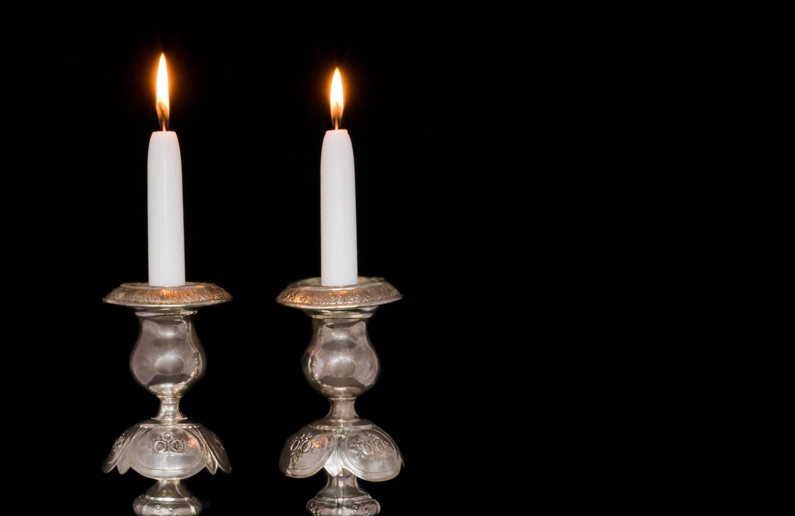 https www myjewishlearning com article lighting shabbat candles
