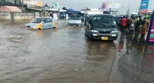 Many commuters stranded as parts of Accra gets flooded after heavy downpour  - MyJoyOnline.com