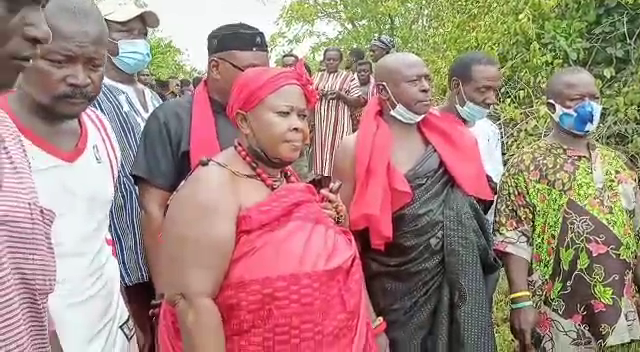 Gomoa chiefs storm Apam sea; sacrifice cow, sheep, fowls and schnapps to angry gods [Photos] 3