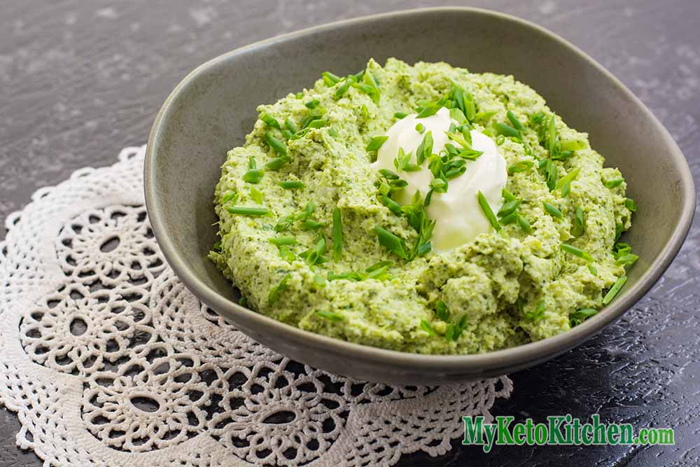 Low Carb Sour Cream and Chive Broccoli Mash