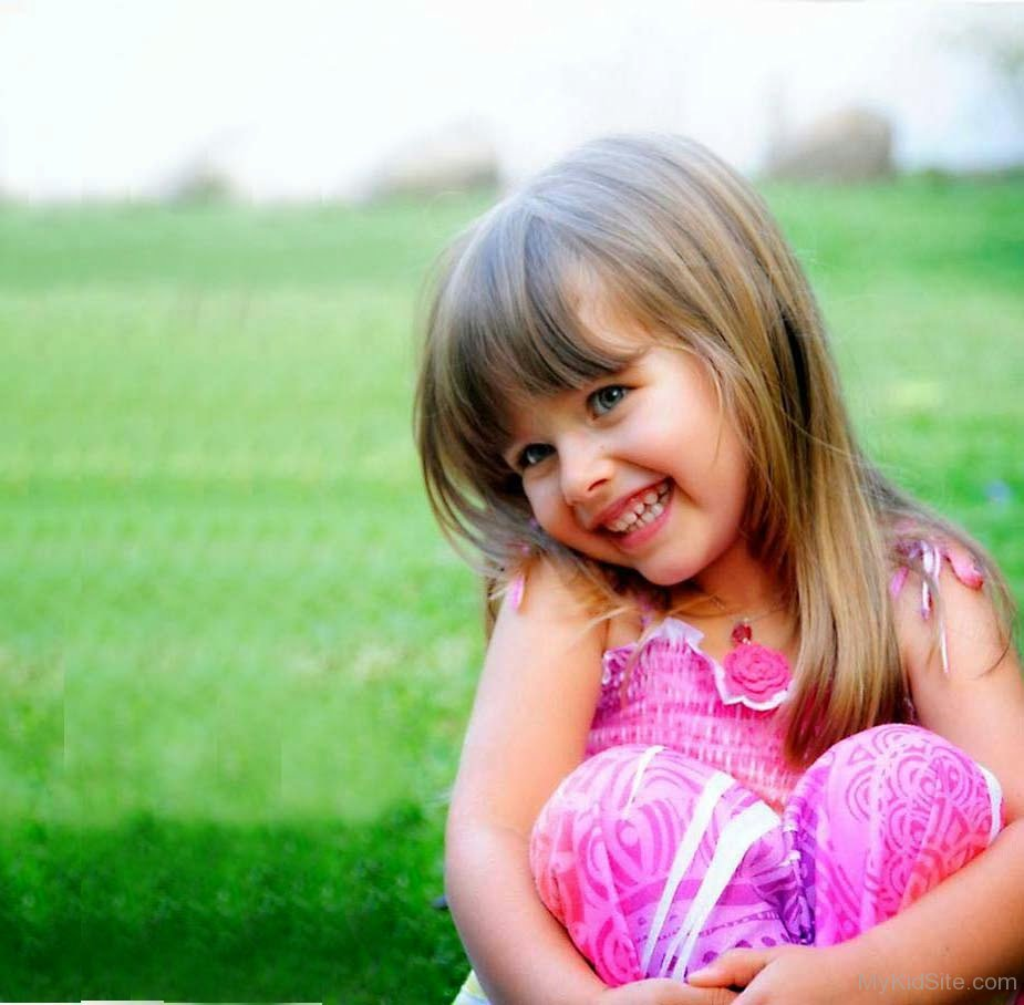 Very Cute Baby Laughing Wallpaper Download Cute Girl Smiling