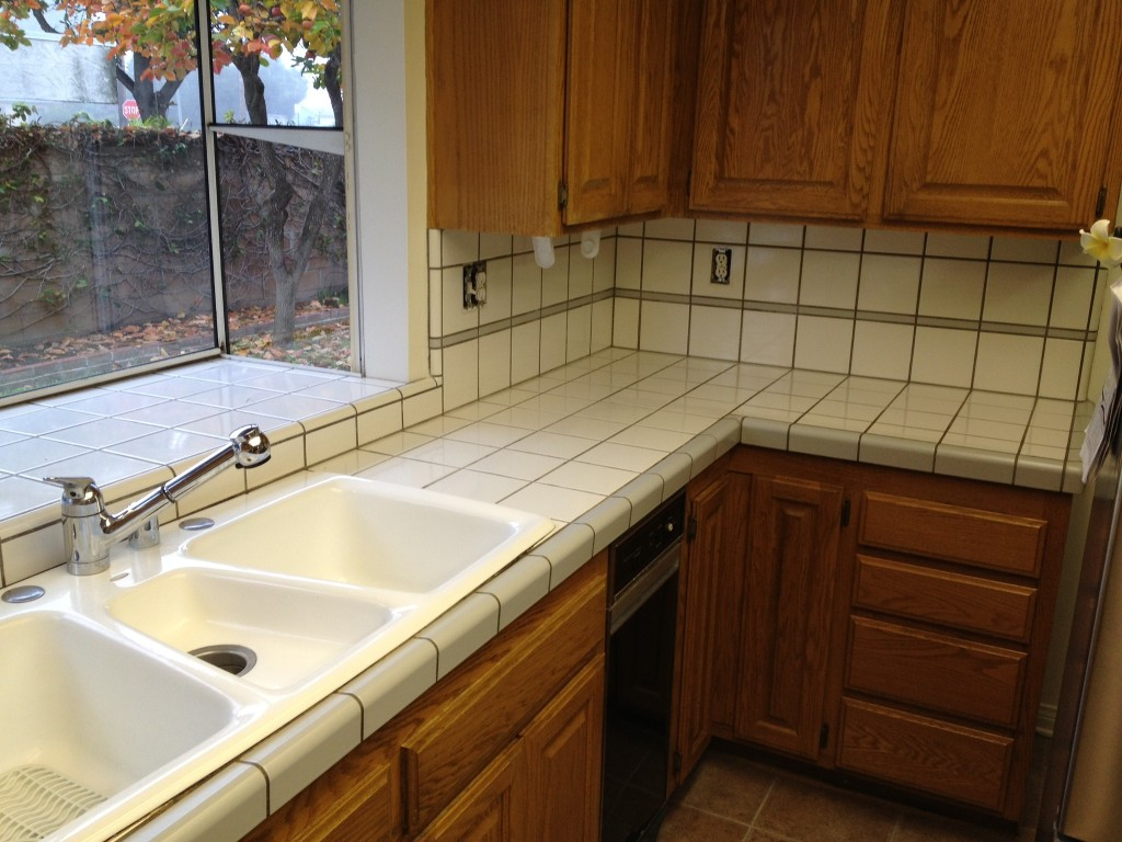 Have The Ceramic Tile Kitchen Countertops For Your Home