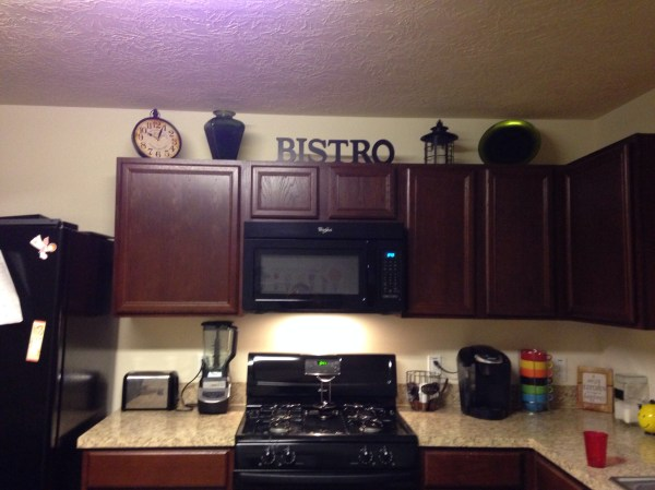How To Decorate Top Kitchen Cabinets With White Vtwctr