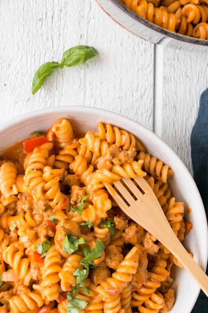 One Pot Creamy Roasted Red Pepper and Tomato Pasta