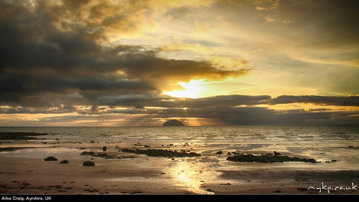 free-desktop-backgrounds-ailsa-craig2-by-mykpcouk