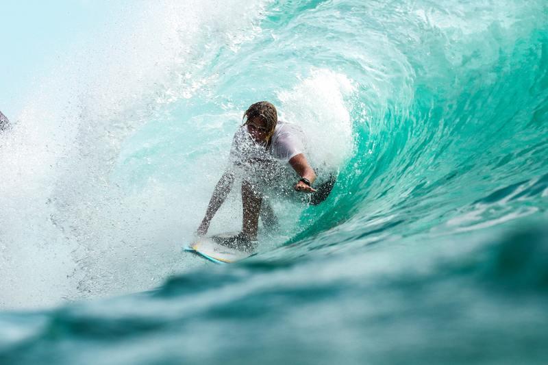 surf rouleau surfeur vagues sous l'eau rouleau