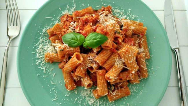 pasta met worstjes en champignons