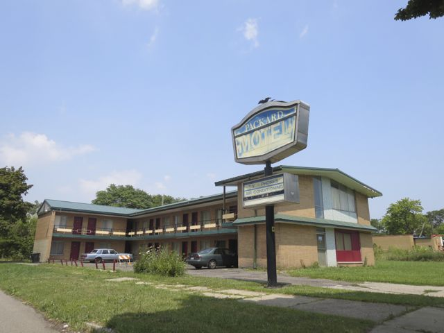 The Packard Motel has very good Internet ratings.