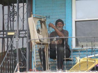 Man repairs fan