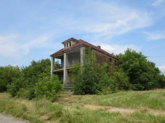 Nobody knows Detroit's exact number of abandoned structures.