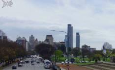 Fußgängerbrücke an Av. Figueroa Alcorta