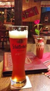 Ein Glas Schöfferhofer Weizen Dunkel im Beelitzer Balkan Restaurant