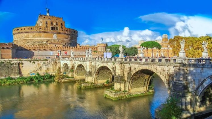 sant angelo bridge in Rome - a one day itinerary