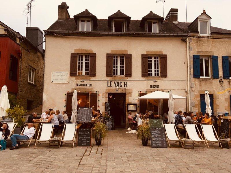 Le Yach in Saint Goustan, Brittany.