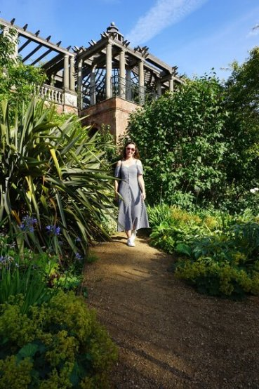 Is Hampstead Pergola free? Yes, but you do have to apply for professional photoshoots