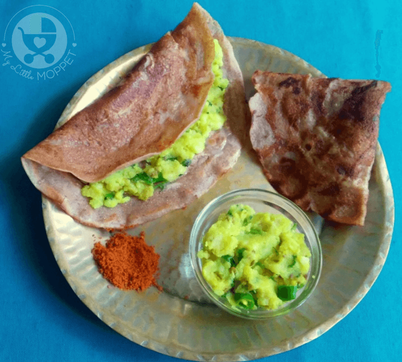 Here's a twist on the traditional Masala Dosa - Stuffed Water Chestnut Dosa, made with the nutritious Singhada Atta and a delicious potato masala!
