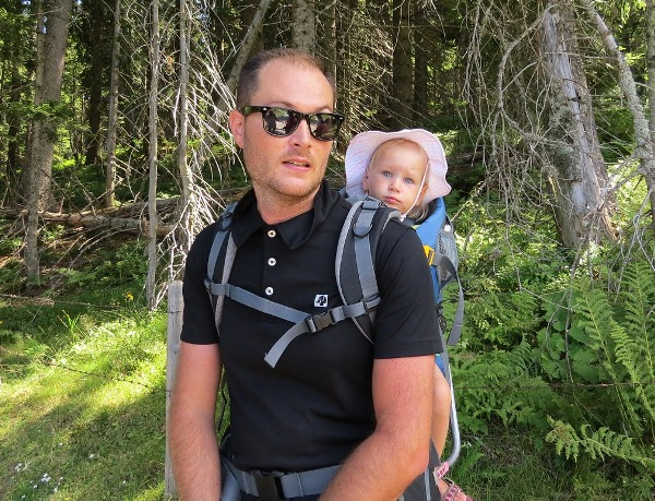 New Dads often feel left out of the little world created by Mom and Baby. Here are 7 Ways New Dads Can Be More Involved With Baby & feel more useful.