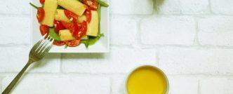 Salade de pâtes, épinards, tomates