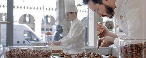 Pâtisserie, les Palaces et hôtels de luxe parisiens ouvrent boutique ...