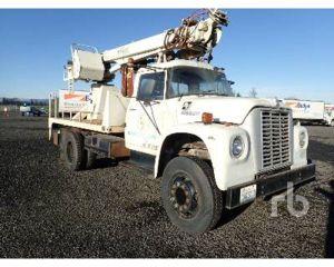 1975 International LOADSTAR 1700 Digger Derrick Truck For