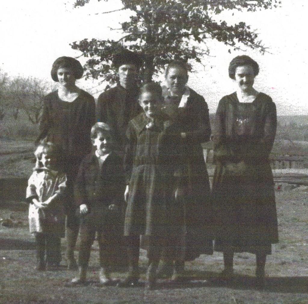 1922 Leona, Louis, Anna, Lola Cusick, Dale, Goldie, Iva Cusick