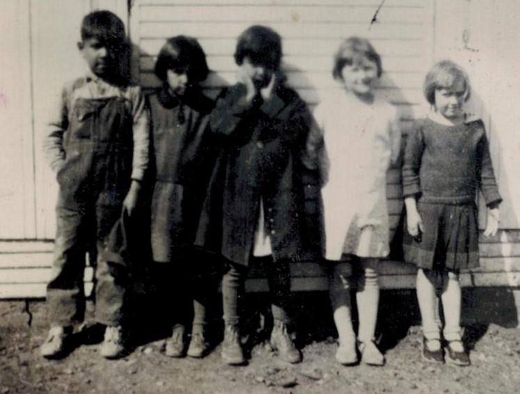 1st Grade Lavern Thomas, Sarah Harrison, Lorene Thomas, Wanda Keller, Harriet Woods, (Thompson Twins) Miss Walker was teacher