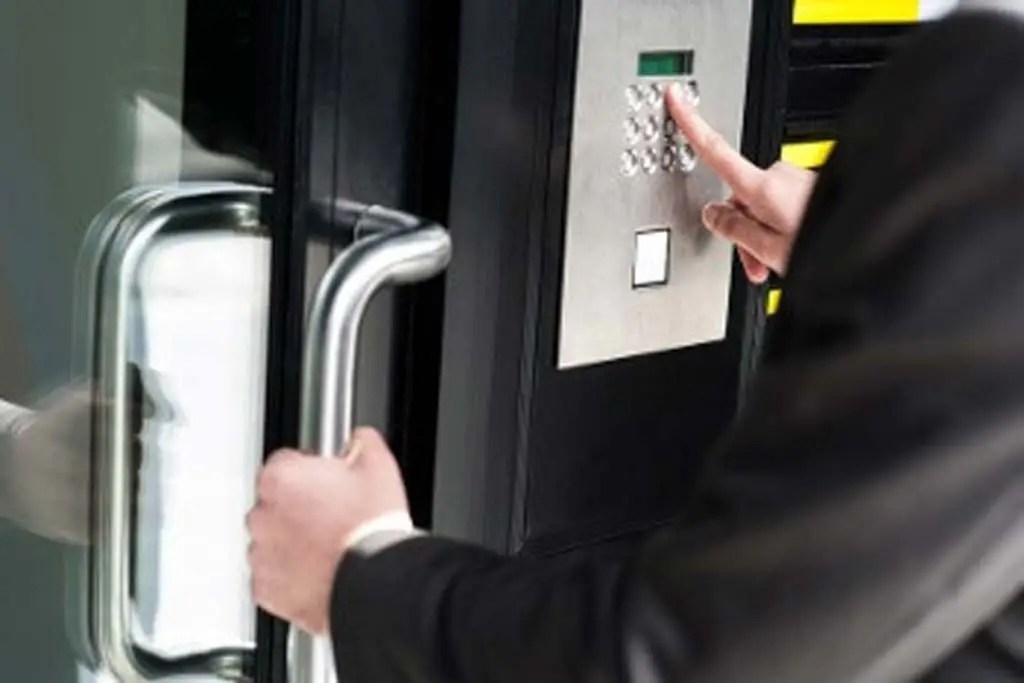 car-oceanside-locksmith-lockout-new-york-nassau-county-11572-automobile-auto-ny-locks-key-office-lock-replacement