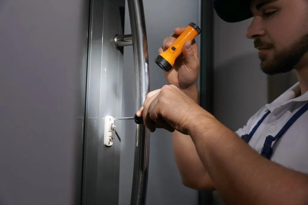 locksmith-lock-garden-city-key-car-office-automobile-auto-house-automotive-oceanside-new-york-ny-lockout-home