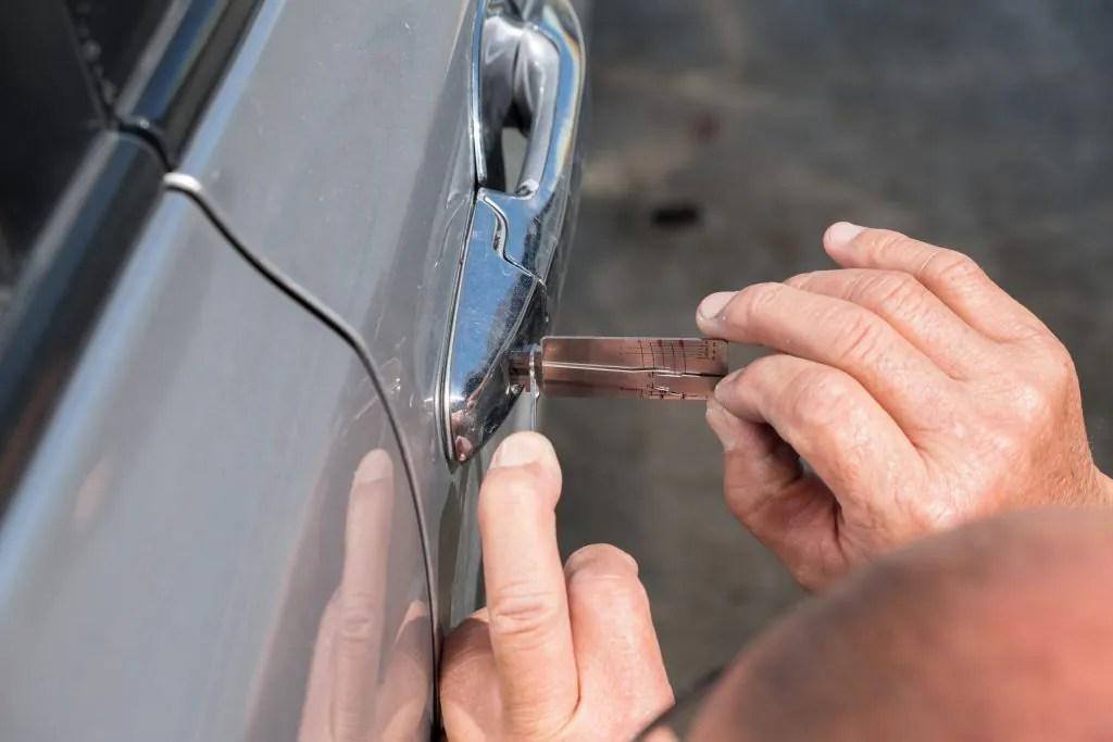 car-locksmith-nassau-county-cadillac