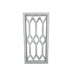 fenêtre décorative blanche en bois