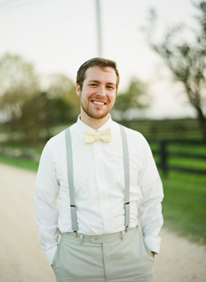 For your groom… to tie or to bow tie?  ♥