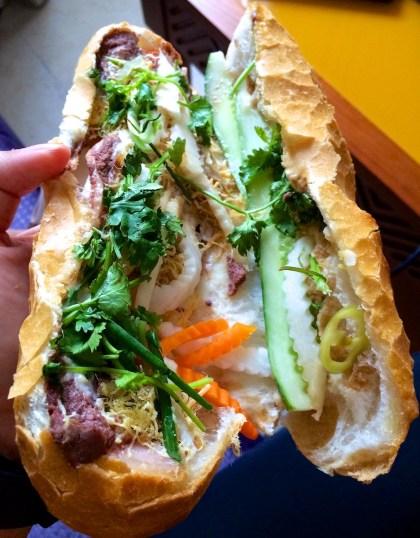 Bánh Mì Hồng Hoa