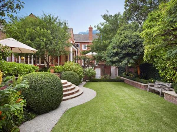 luscious loves beautiful houses